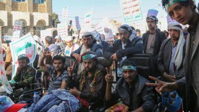 Photo of الحوثيون يصرفون كروت لتعبئة البنزين لضمان حضور مسيرة دعوا لها