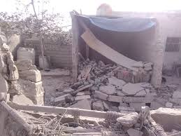 Photo of قصف صاروخي حوثي على حي منظر جنوب الحديدة يتسبب بتدمير خمسة منازل
