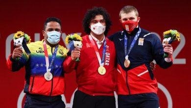Photo of فارس إبراهيم يهدي قطر أول ميدالية ذهبية أولمبية في تاريخها